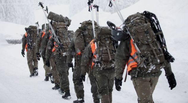 Orteku i borës vret tre skiatorë në Austri