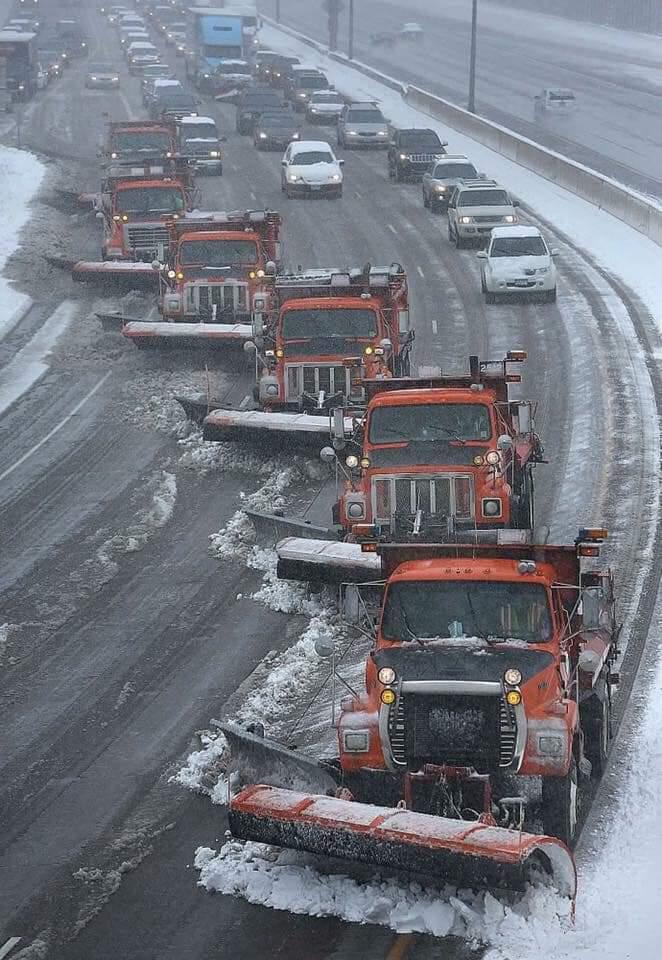 Ja si pastrohen rrugët me borë nëpër vendet evropiane (FOTO LAJM)