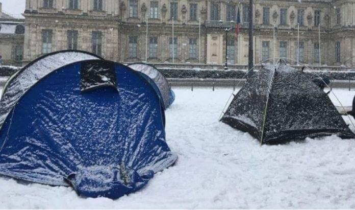 E dhimbshme: Në mes të dimrit, nëna shqiptare vdes në shatorin e një kampi francez