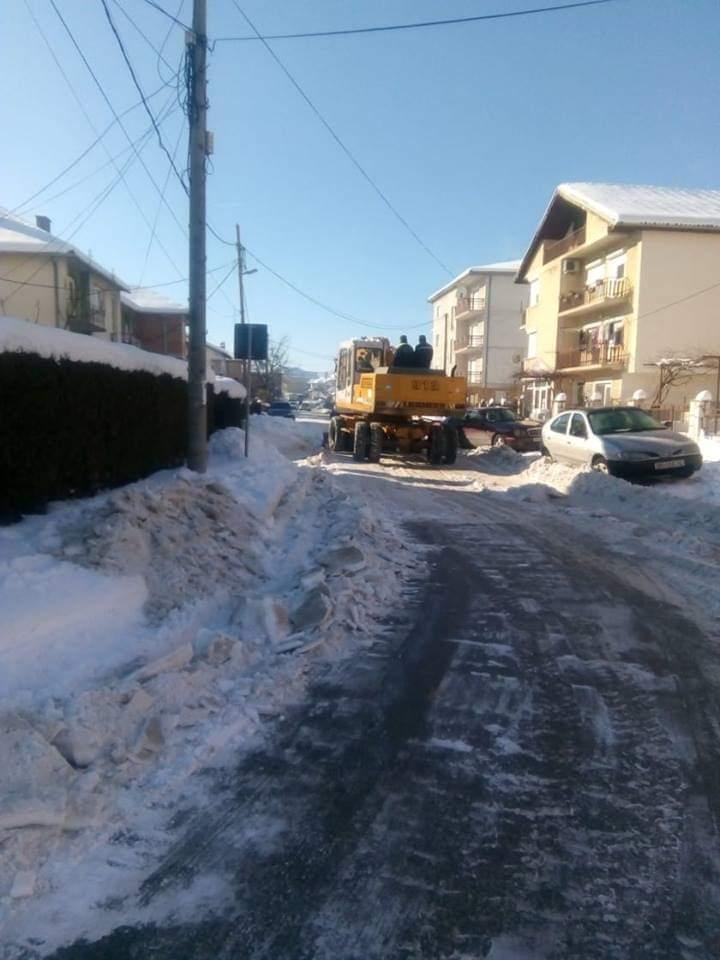 Komunalja sot në aksion për pastrimin e borës