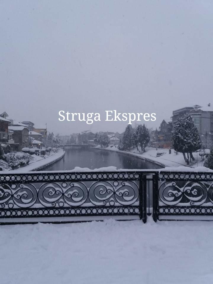 Në Strugë ka gjysëm metër borë