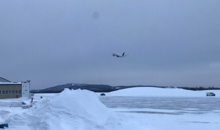 Dramë në aeroport: Aeroplani në minus 20 gradë me derë të hapur