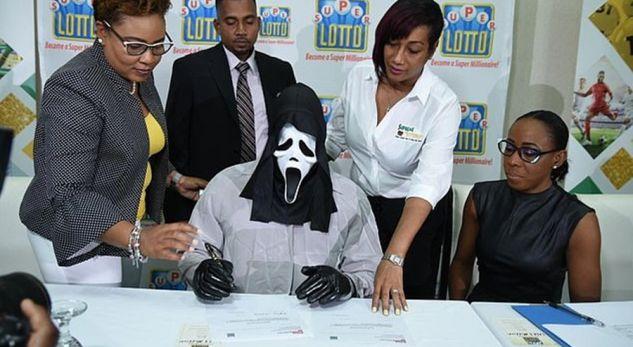 Fitoi 1.1 milionë euro në lotari, paraqitet më maskë për t'i marrë që mos t'i kërkojë para fisi