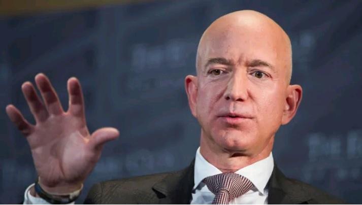 Shantazhohet njeriu më i pasur në botë