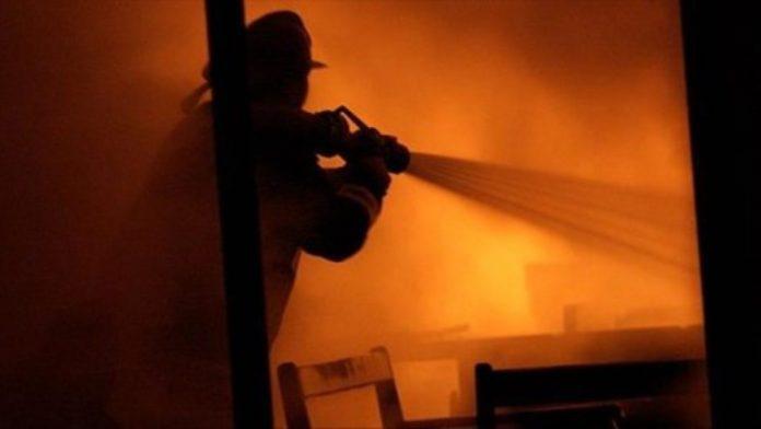 Vdes një i burgosur nga shpërthimi i zjarrit në burgun e Shutkës