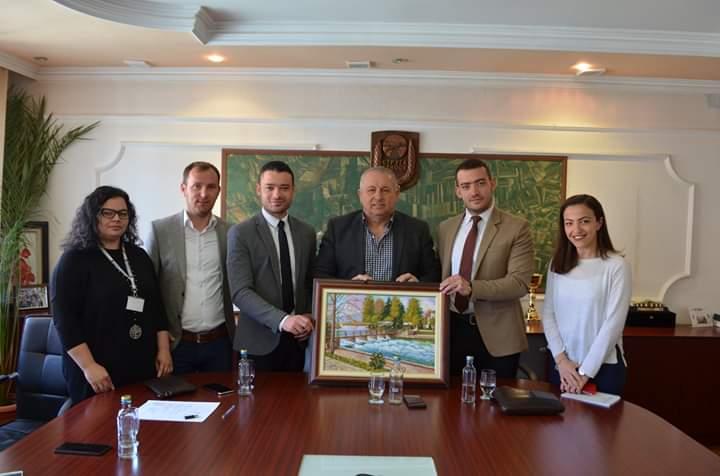 Ramis Merko sot mirëpriti vëllezërit Borova, promovuesit e qytetit turistik të Strugës (FOTO)