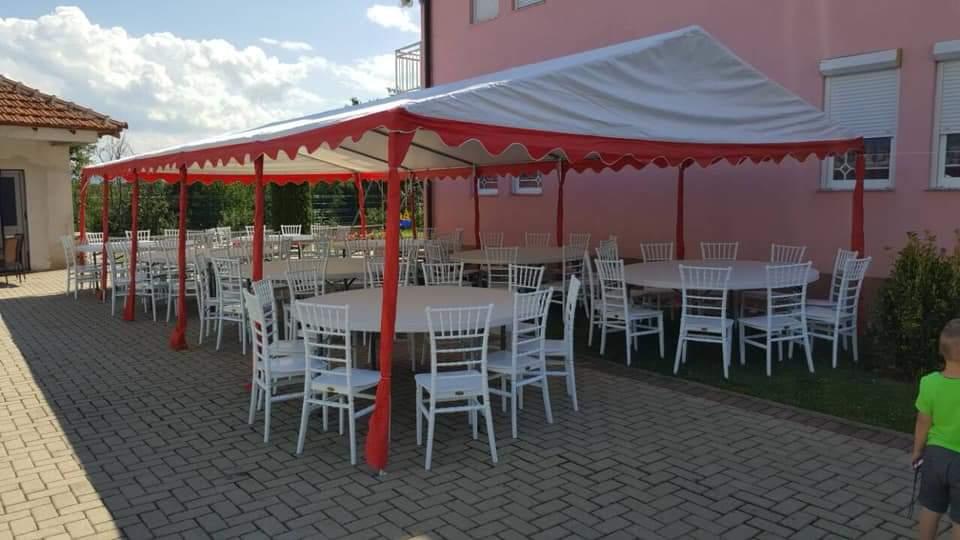 """Rezervo tani: """"UNIK EVENTS""""-Strugë ju ofron karrige, tavolina druri, tenda dhe dekorime fantastike për dasma! (FOTO)"""