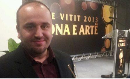 Ministria e Kulturës mori iniciativën për ta shkarkuar nga detyra e drejtorit të Ansambit Shtetëror Shqiptar, artisti strugan Fatos Lumani dorëhiqet vet