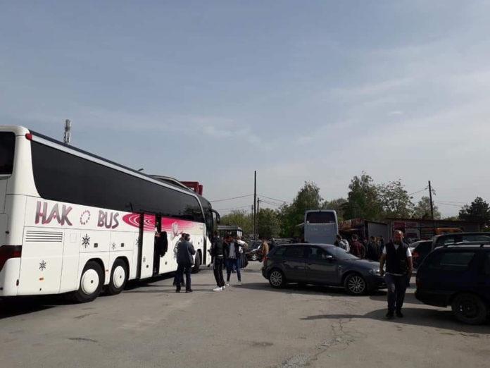 Prekëse: Sot 4 autobusë me djem të rinj nga Saraji u nisën për në Gjermani