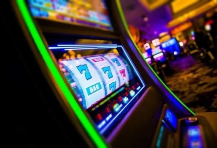 Dy persona nga Dibra grabisin një kazino