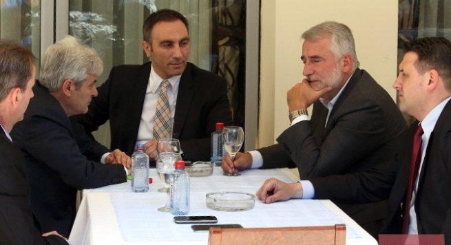 Ja pse Menduh Thaçi dhe Ali Ahmeti nuk u paraqitën në asnjë tubim të Pendarovskit (VIDEO)