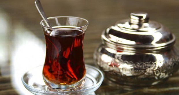 Për personat që pinë 'çaj të zi', ja dobitë e tij