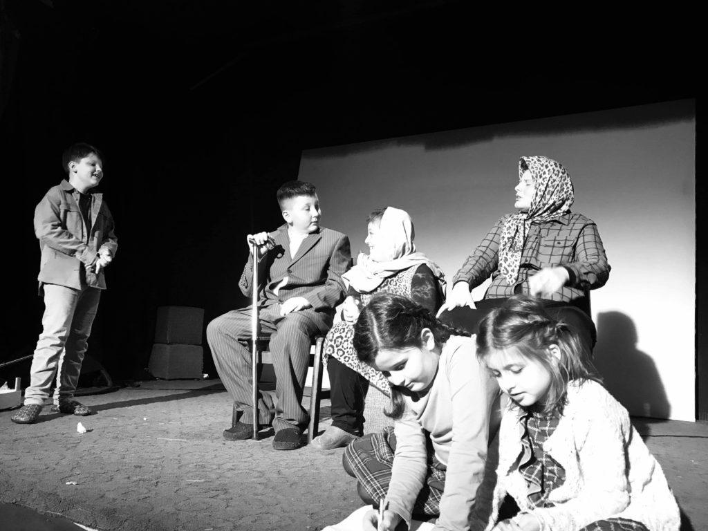 """Sonte është premiera e shfaqes """"Na ishte njëherë…"""" në Poshka Teatër (FOTO)"""