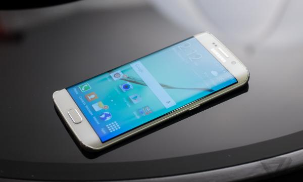 23 vjeçari bleu telefonin Samsung, u habit çfarë gjeti në kuti (FOTO)