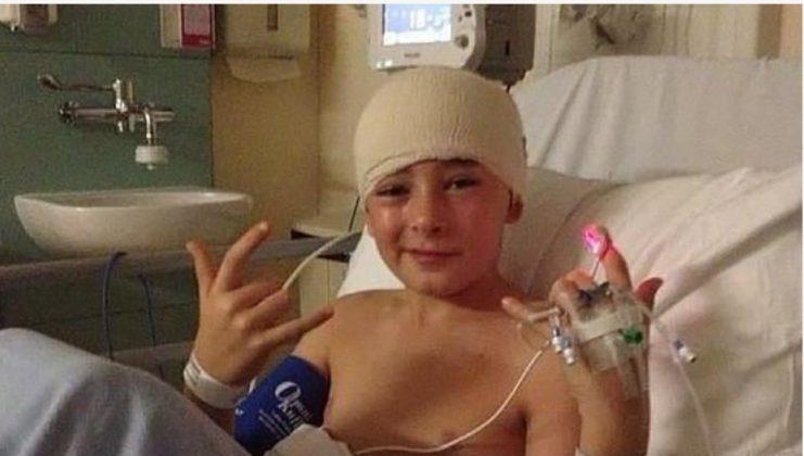 Mrekulli: Luftoi 5 vite me kancerin, 15 vjeçari fiton betejën me tumorin në tru (FOTO)
