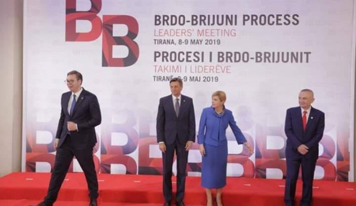 """Budallallëku i radikalit: Ofendon të """"zotin e shtëpisë"""", Vuçiç bën """"të fortin"""", refuzon foton me Metën!"""