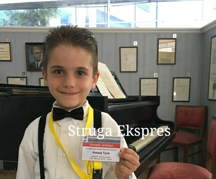 Ahmet Tule, 7 vjeçari strugan që mahniti Maqedoninë me talentin e tij në piano! Rrëmben dy çmimet e para (FOTO)