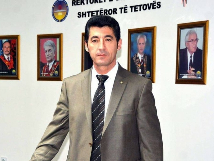Prof. Dr. Ferat Polisi boton librin e tij të ri – Sociologjia Politike (FOTO)