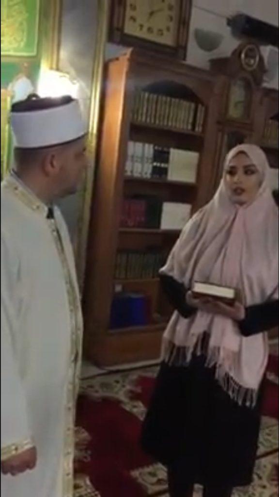 19 vjeçarja shqiptare- katolike e pranon Islamin në natën e parë të muajit të Ramazanit (VIDEO)