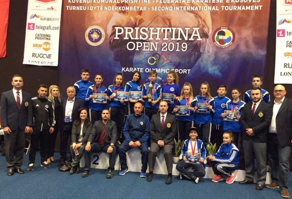 """Motrat Zana dhe Ilira Xheladini nga Struga të arta në """"Prishtina Open"""" (FOTO)"""