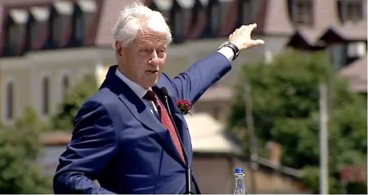 Bill Clinton: E dua Kosovën, është krenaria ime (VIDEO)