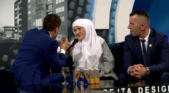 Biznesmeni shqiptar dhuron 300 mijë euro për bamirësi, e motivon nëna e tij 80 vjeçare (VIDEO)
