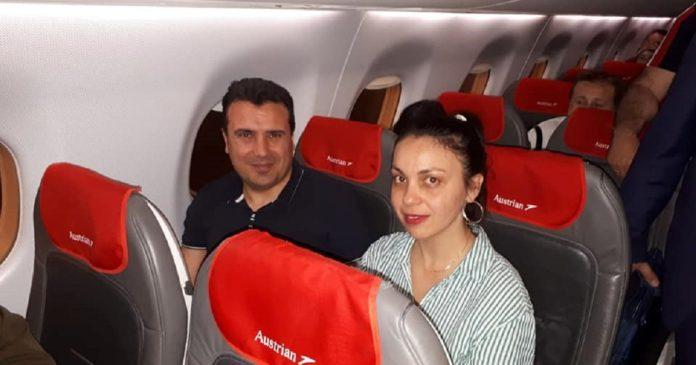 Zoran Zaev kthehet nga Vjena me linjën e rregullt, qytetarët fotografohen me atë