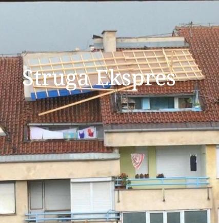 """Era e fortë në Strugë shkul çatinë e banesës në rrugën """"Risto Krle"""" (FOTO)"""