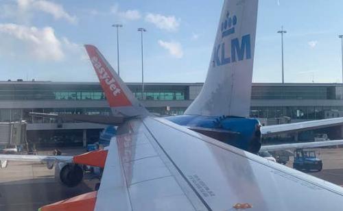 Dy aeroplanë përplasen në aeroportin e Amsterdamit (FOTO)