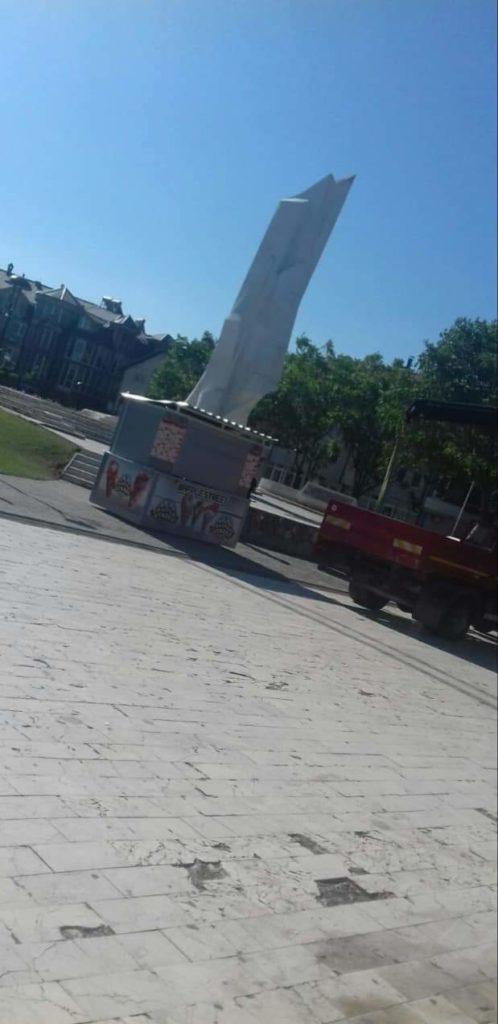 Lëvizja BESA-Strugë: Ramis Merko lejon në mënyrë flagrante të uzurpohen hapësirat publike në qytetin tonë!