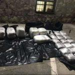 Policia: Babë e bir nga Struga arrestohen duke kontrabanduar drogë (VIDEO)
