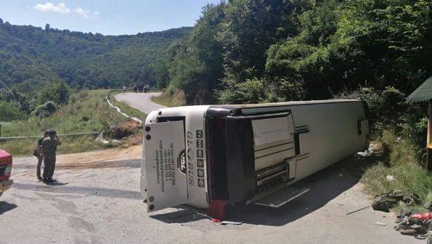 Përmbyset autobusi në Serbi, 23 të lënduar (FOTO)