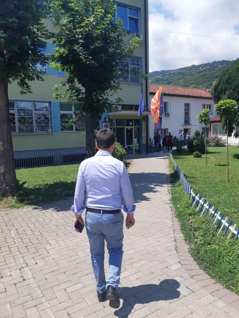 Bilall Kasami arrin në stacionin policor në Tetovë pas ndalimit në polici të Artan Etemit (FOTO)