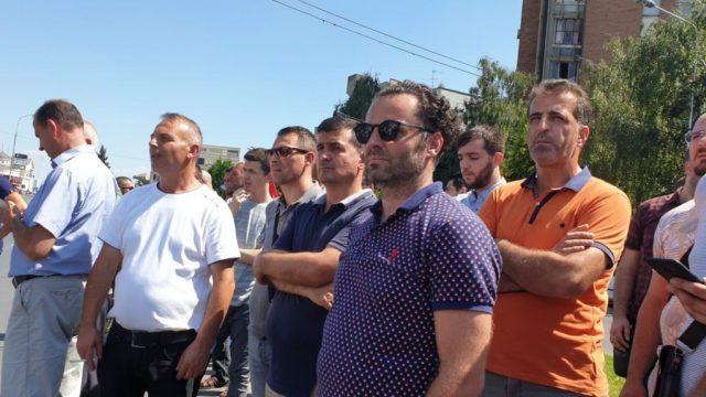 Zendeli deputeti i vetëm shqiptar që sot protestoj para Qeverisë kundër proceseve të montuara