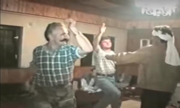 Video e rrallë: Këngë e valle në familjen e Adem Jasharit para luftës (VIDEO)
