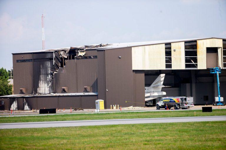Aeroplani rrëzohet në aeroportin e Teksasit, dhjetë persona humbin jetën (VIDEO)