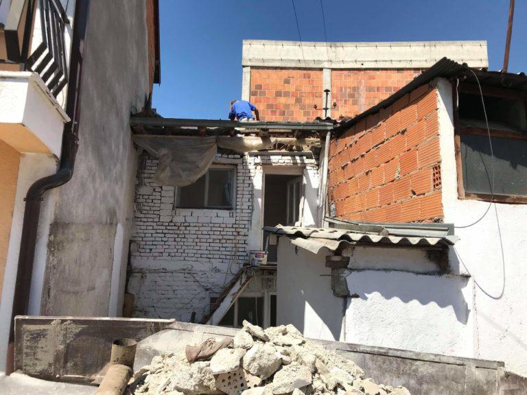 Ndihmoni familjen strugane të ndërtoj shtëpinë