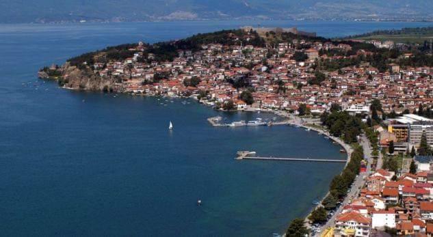 Turistit në Ohër i kushtoi dreka 800 euro, ja pse