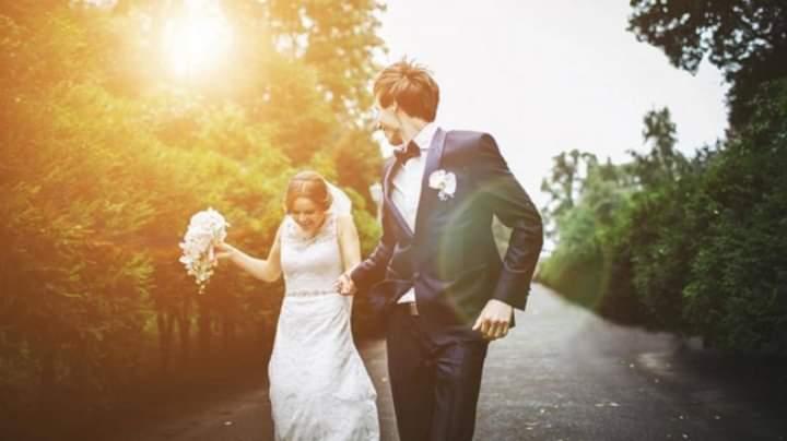 Të martuarit janë më të lumtur sesa beqarët