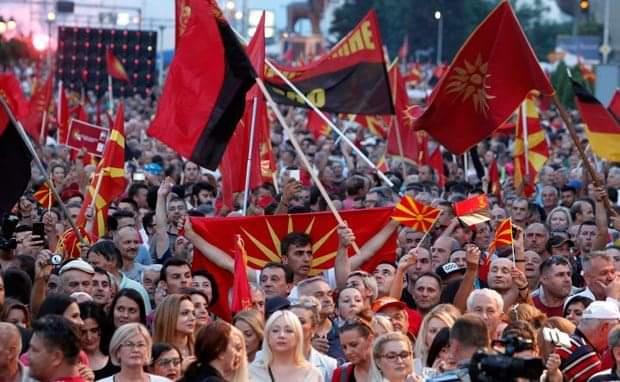 """Paralajmërohet """"vjeshtë e nxehtë"""" në Maqedoni, protesta dhe bllokada"""