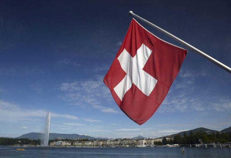 Mosha e pensionit në Zvicër mund të rritet në 67 vjeç