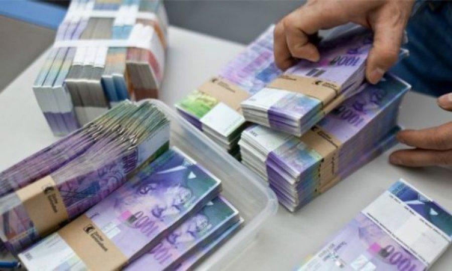 Zvicra merr një vendim për të gjithë ata që kanë më shumë se 100 mijë franga në bankë