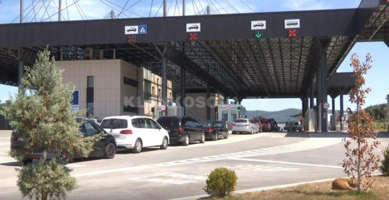 Shqiptari arrestohet në kufi, i gjetën mbesën në bagazh (VIDEO)