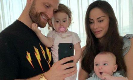 Shkodran Mustafi i lumtur me veleshtaren Vjosa Shkodrani-Kaba që e ka bekuar me dy fëmijë! (FOTO)