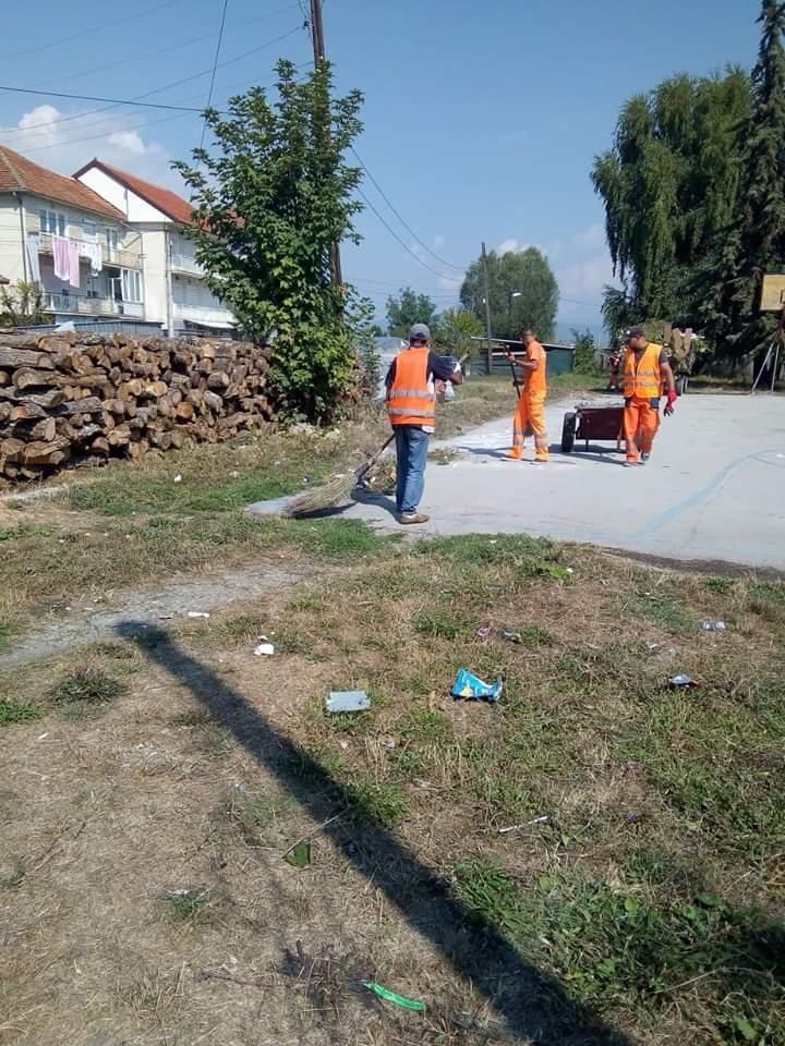 Komunalja e Strugës në aksion për pastrimin e qytetit (FOTO)