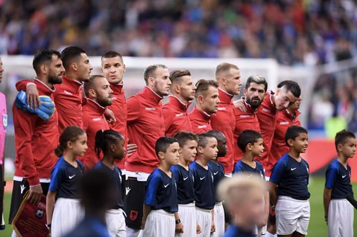Franca do të dënohet me 100 mijë euro për himnin e gabuar të Shqipërisë