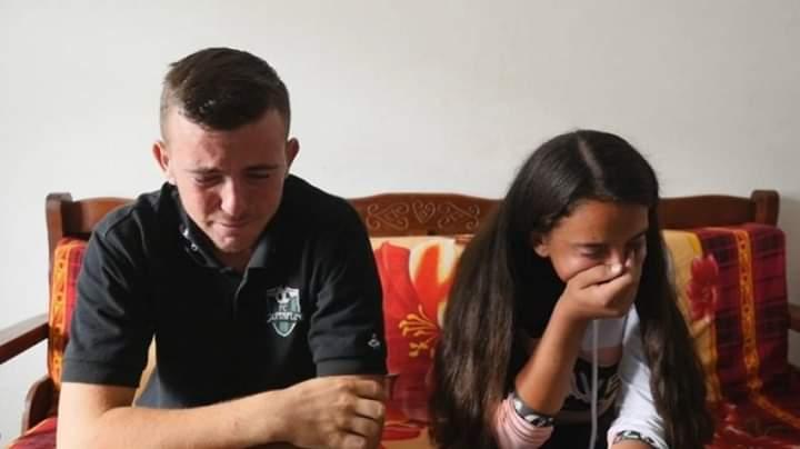 E dhimbshme/ Nëna i braktisi pasi babai ndërroi jetë, drama e rëndë e dy jetimëve (VIDEO)