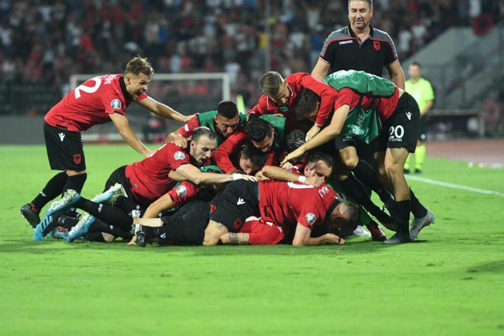 """Kombëtarja Kuq e Zi e """"shkeli"""" Islandën me 4 gola në portë"""