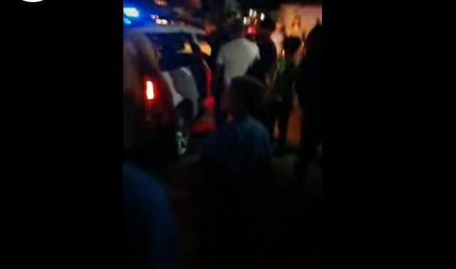 Përleshje në Strumicë: Ankohen maqedonasit për thirrjen ezanit, policia tenton ta ndaloj thirrjen e ezanit (VIDEO)