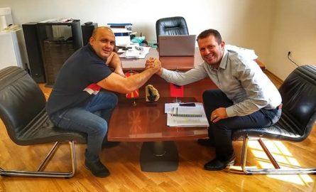 Izmit Nura pret në takim Faton Salihun, nënkryetarin e Federatës së boksit